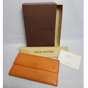 Authentic Preowned LV Epi Sarah Wallet